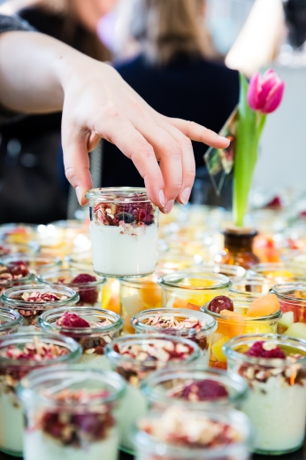 Fruchtjoghurt, gesundes Frühstück im Glas