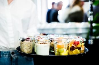 Müsli, Obstsalat und Fruchtjoghurt